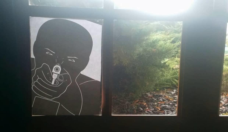 Travail de l'image de la menace à travers une fenêtre